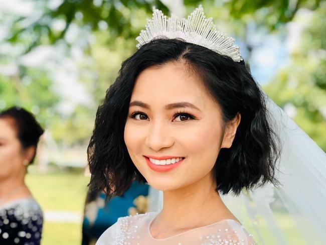 Những hình ảnh đẹp hơn phim phía sau đám cưới của Hoa hồng trên ngực trái-7