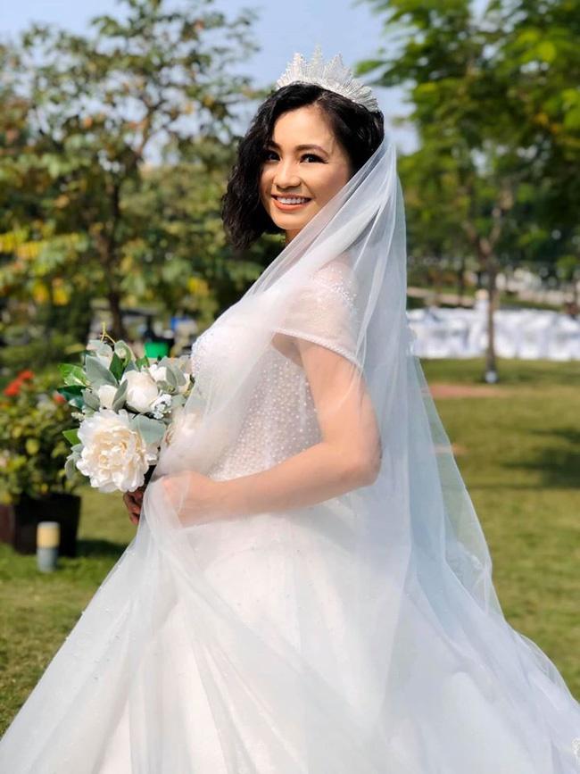 Những hình ảnh đẹp hơn phim phía sau đám cưới của Hoa hồng trên ngực trái-8