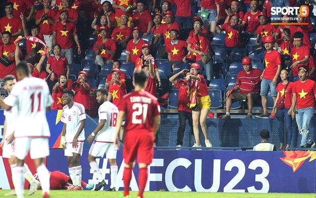 Fan Việt phản ứng cực gắt khi cầu thủ UAE phạm lỗi thô bạo với tiền đạo Hà Đức Chinh-6