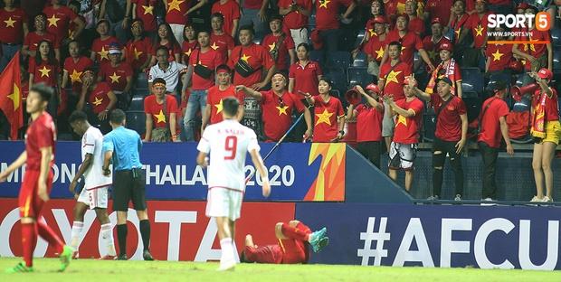Fan Việt phản ứng cực gắt khi cầu thủ UAE phạm lỗi thô bạo với tiền đạo Hà Đức Chinh-8