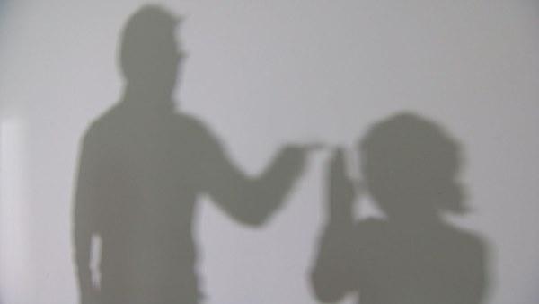 Chăn dắt vợ đi bán dâm suốt hơn 10 năm, người đàn ông cầm thú gây phẫn nộ hơn khi quấy rối tình dục con gái mới học tiểu học-2