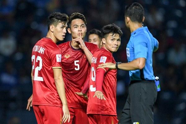 Tuyển thủ U23 Việt Nam hành động thiếu kiềm chế với trọng tài chính ở VCK U23 châu Á 2020-2