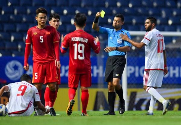 Tuyển thủ U23 Việt Nam hành động thiếu kiềm chế với trọng tài chính ở VCK U23 châu Á 2020-3