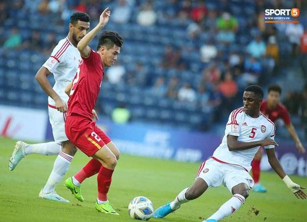 Tuyển thủ U23 Việt Nam hành động thiếu kiềm chế với trọng tài chính ở VCK U23 châu Á 2020-9