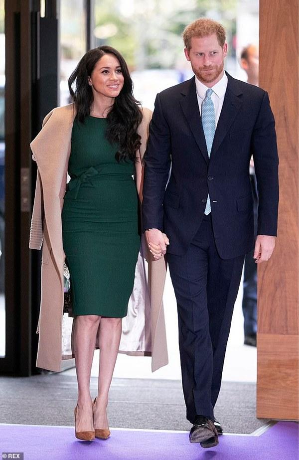 Nữ hoàng Anh tiều tụy sau cú sốc hoàng gia còn Tổng thống Trump chỉ nói đúng một câu về vợ chồng Meghan Markle khiến ai cũng đồng tình ủng hộ-4