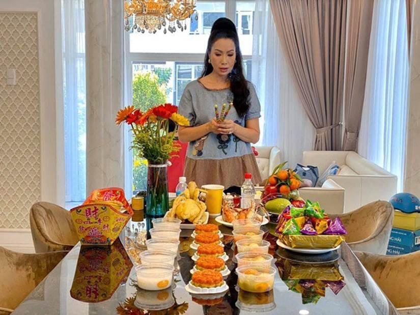 Được chồng tặng biệt thự 200m2, Trịnh Kim Chi tự khen đảm đang với mâm cỗ cúng đủ đầy-3