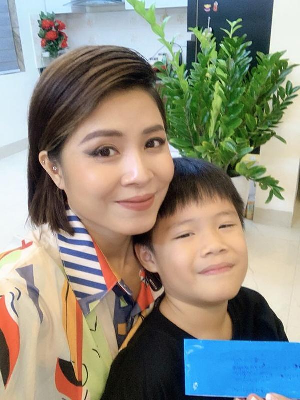 Con trai tặng quà sinh nhật đúng sở thích của MC Hoàng Linh, nhưng cách gọi mẹ mới cho thấy sự giáo dục đáng ngưỡng mộ-2