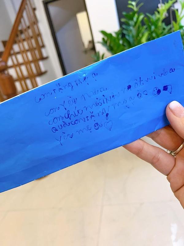 Con trai tặng quà sinh nhật đúng sở thích của MC Hoàng Linh, nhưng cách gọi mẹ mới cho thấy sự giáo dục đáng ngưỡng mộ-3