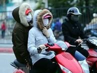 Hà Nội rét đậm 13 độ C, người dân mặc áo ấm khăn len đi sắm Tết dịp cuối năm