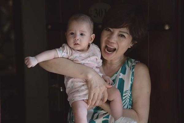 Cuộc sống bình yên vui vẻ bên con cháu của nghệ sĩ Ngọc Huyền sau khi ly hôn Chí Trung-4