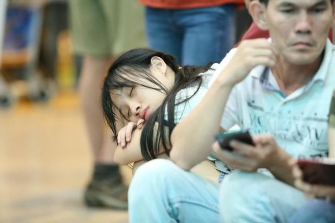 Biển người đang dồn về sân bay Tân Sơn Nhất-4