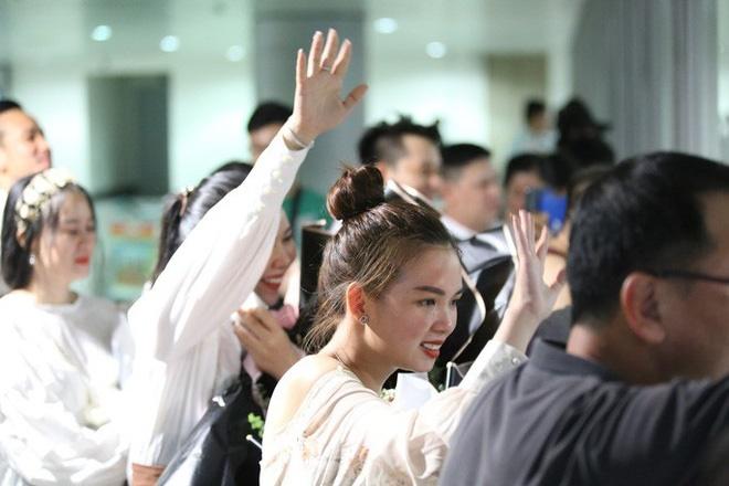 Biển người đang dồn về sân bay Tân Sơn Nhất-9