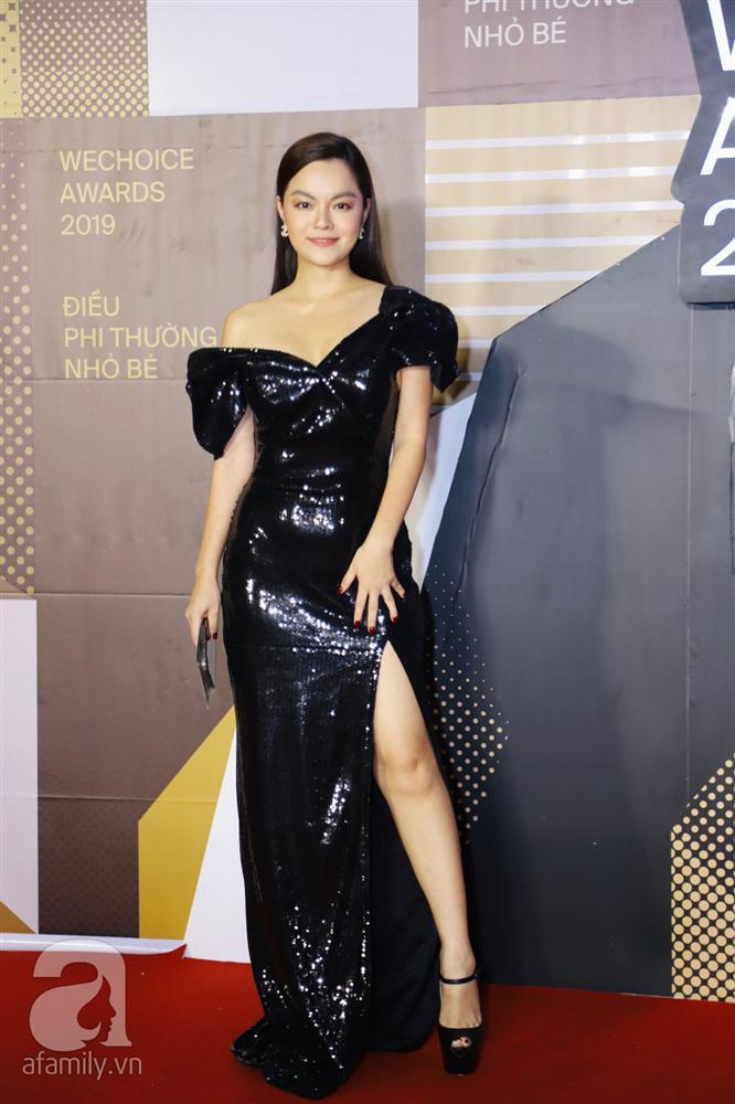 Chẳng đụng trang phục, loạt mỹ nhân Việt lại đụng nhau công thức khoe dáng tại thảm đỏ WeChoice Awards 2019-1