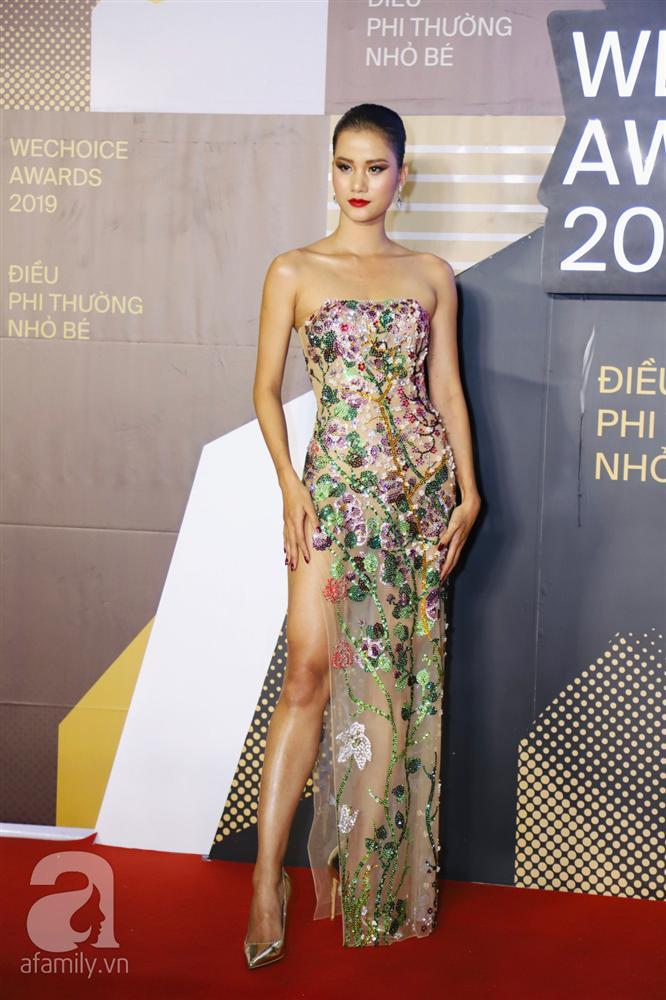 Chẳng đụng trang phục, loạt mỹ nhân Việt lại đụng nhau công thức khoe dáng tại thảm đỏ WeChoice Awards 2019-7