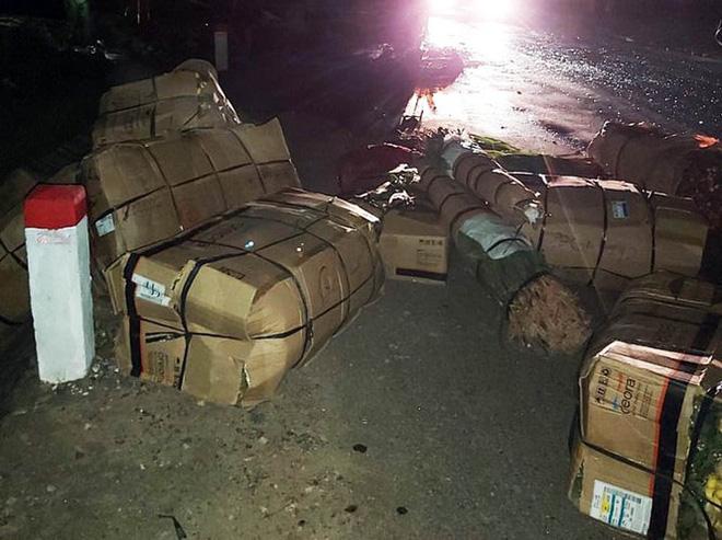 Xe khách giường nằm nổ lốp, cháy rụi trên Quốc lộ 20-3