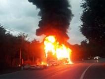 Xe khách giường nằm nổ lốp, cháy rụi trên Quốc lộ 20