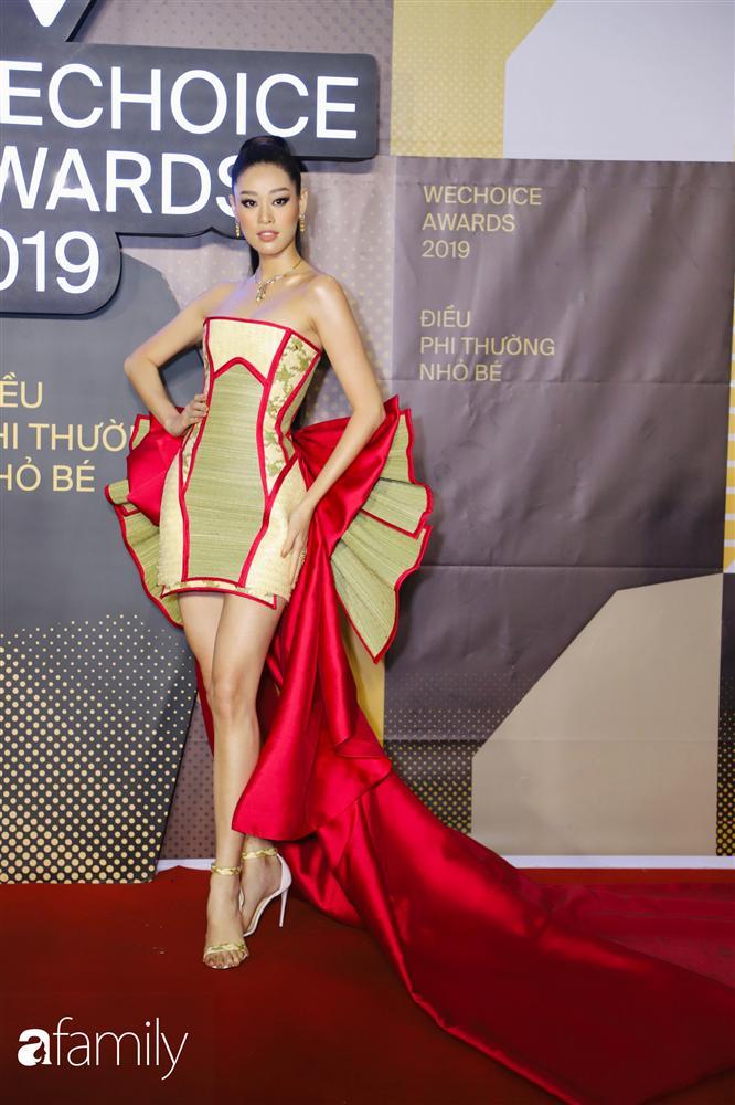 HH Khánh Vân diện chiếu cói lên thảm đỏ WeChoice Awards, hóa ra nguồn cảm hứng từ chính tiền bối HHen Niê-1