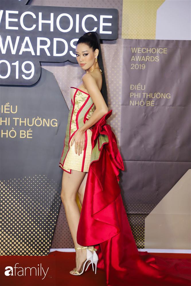 HH Khánh Vân diện chiếu cói lên thảm đỏ WeChoice Awards, hóa ra nguồn cảm hứng từ chính tiền bối HHen Niê-2