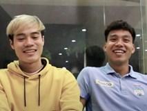 Văn Toàn và Văn Thanh cổ vũ U23 Việt Nam trước trận gặp Jordan