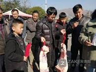 Giữa thời buổi thịt lợn đắt hơn vàng, một trường học chơi lớn thưởng nóng học sinh giỏi 30kg thịt khiến phụ huynh hò hét vì sung sướng