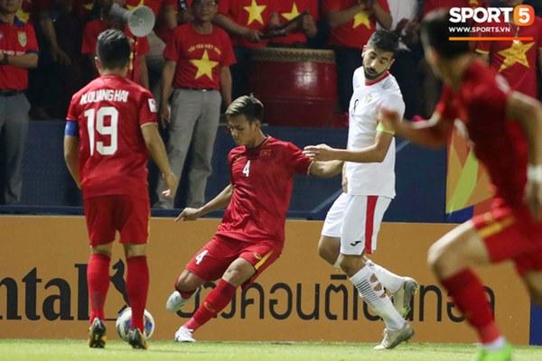 Góc giải mã: Tại sao cầu thủ U23 Jordan đi tất thủng lỗ chỗ đối đầu với Việt Nam?-2