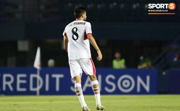 Góc giải mã: Tại sao cầu thủ U23 Jordan đi tất thủng lỗ chỗ đối đầu với Việt Nam?-3