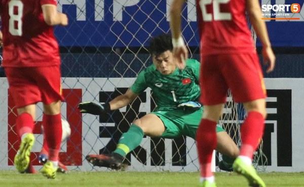 Bùi Tiến Dũng khiến các fan phát sốt với pha cản phá cực đẳng cấp, khiến cầu U23 Jordan ngẩn ngơ tiếc nuối-4
