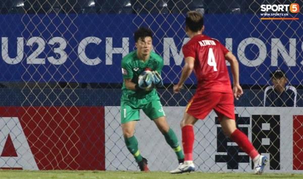 Bùi Tiến Dũng khiến các fan phát sốt với pha cản phá cực đẳng cấp, khiến cầu U23 Jordan ngẩn ngơ tiếc nuối-6