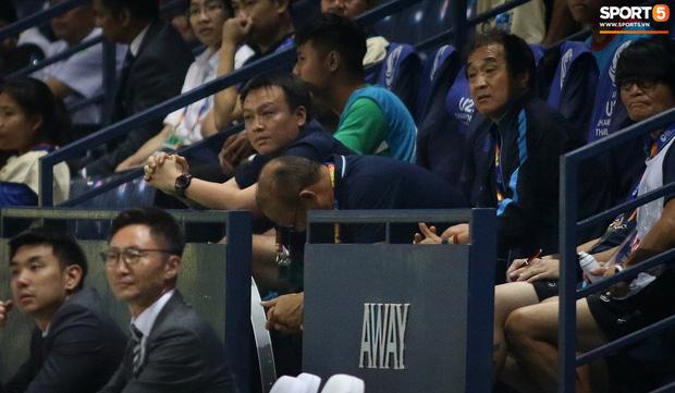 HLV Park Hang-seo chăm sóc từng học trò sau trận đấu kiệt sức với U23 Jordan-2