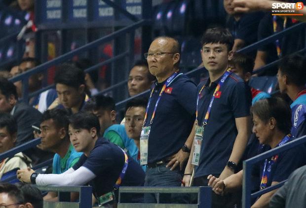 HLV Park Hang-seo chăm sóc từng học trò sau trận đấu kiệt sức với U23 Jordan-3