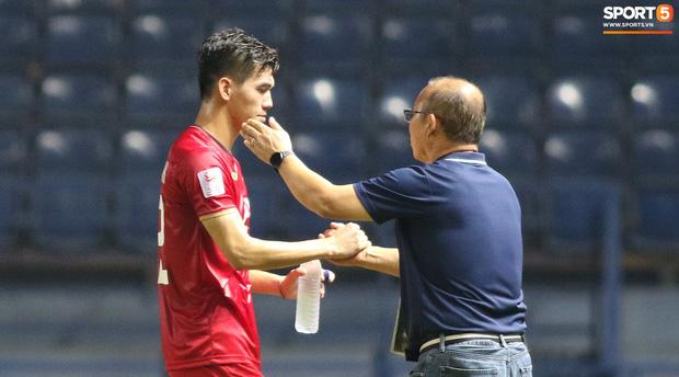 HLV Park Hang-seo chăm sóc từng học trò sau trận đấu kiệt sức với U23 Jordan-5