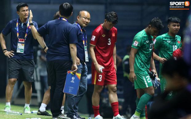HLV Park Hang-seo chăm sóc từng học trò sau trận đấu kiệt sức với U23 Jordan-16