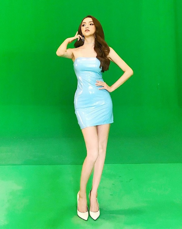 Hương Giang thích diện đồ ánh kim, khoe đường cong sexy lấn át HyunA-8