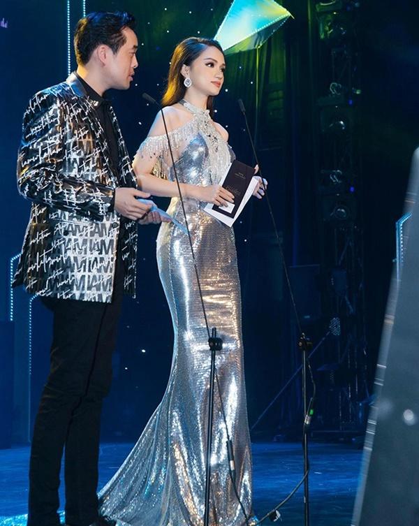 Hương Giang thích diện đồ ánh kim, khoe đường cong sexy lấn át HyunA-11