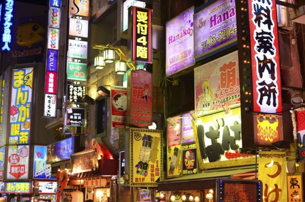 Cuộc sống 2 mặt của nhiều phụ nữ Nhật Bản: Ban ngày làm công ăn lương, tối đến trở thành gái gọi, chồng con không ai hay-1