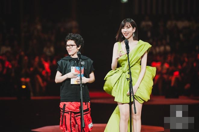 Màn đụng hàng cực gắt đầu năm 2020: Min - Hà Hồ chiếm thế thượng phong khi mặc chung váy với Hoàng Thùy-1