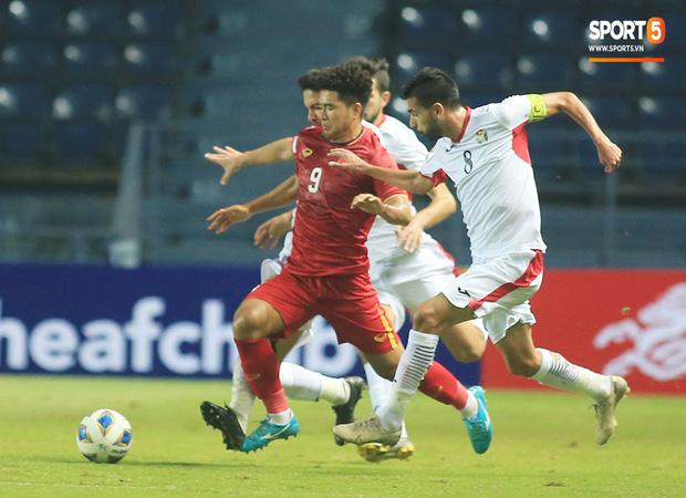 Truyền thông châu Á chê bai cực gắt: Đội tuyển U23 Việt Nam gây thất vọng tràn trề, thi đấu mà không có chút tiến bộ nào-2