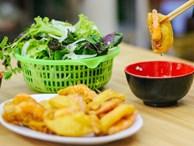 Lên sóng CNN, bánh tôm hồ Tây có gì mà tạo nét riêng ẩm thực Hà thành, thu hút bạn bè thế giới đến vậy?