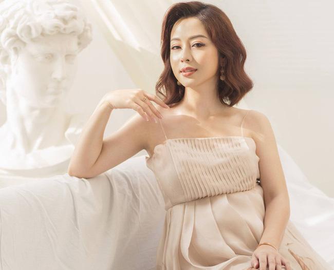 Hoa hậu Jennifer Phạm hạ sinh bé thứ 4, được mẹ chồng bay từ Hà Nội vào TP.HCM chăm sóc-1