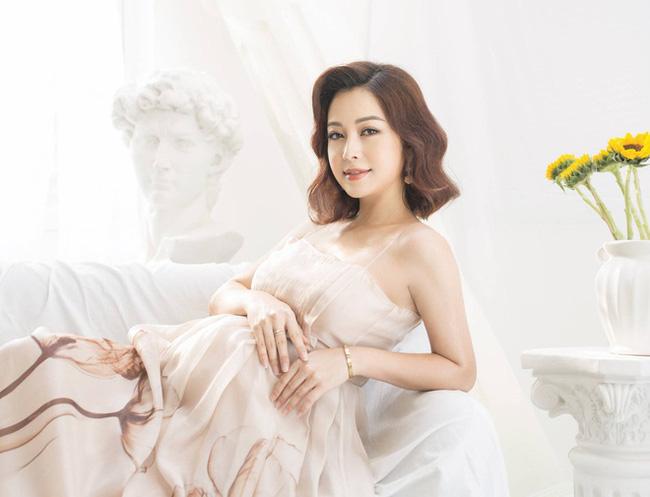 Hoa hậu Jennifer Phạm hạ sinh bé thứ 4, được mẹ chồng bay từ Hà Nội vào TP.HCM chăm sóc-2