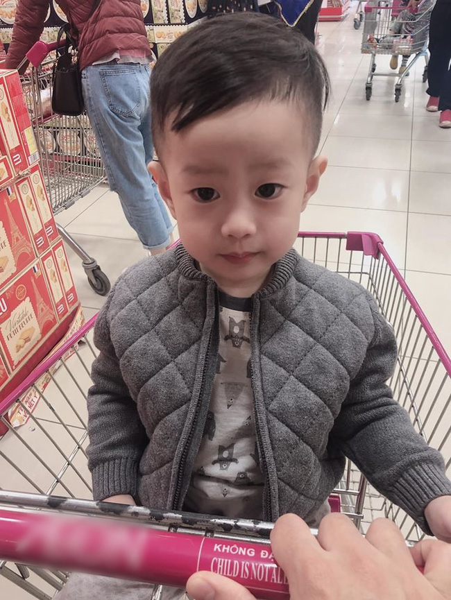 Sau vụ ly hôn ồn ào với người vợ thứ 2, Việt Anh khoe đã đón con trai về ở với bố được một thời gian-1