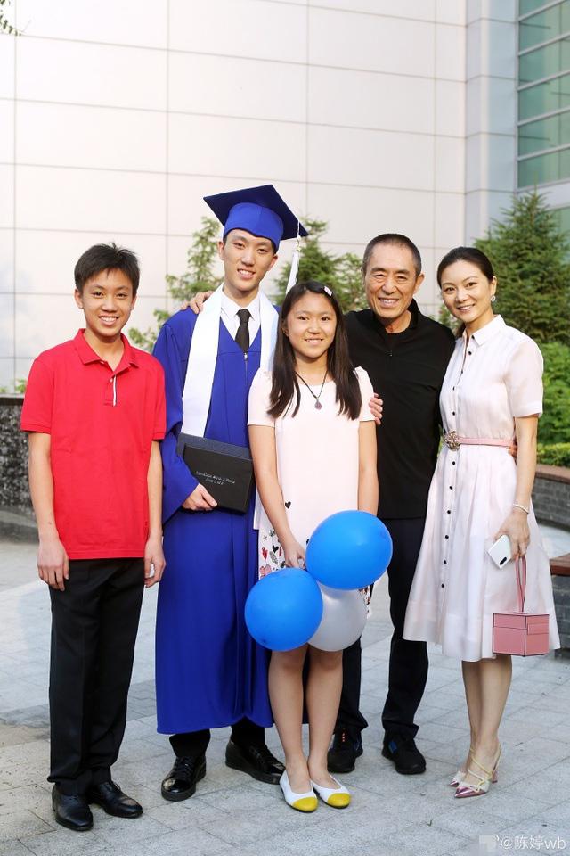 Trương Nghệ Mưu: Bỏ vợ khi thành danh, kết hôn với học trò kém 31 tuổi-10