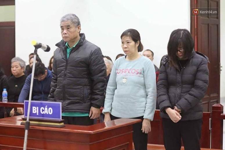 Kết thúc ngày đầu xét xử vụ học sinh 6 tuổi trường Gateway tử vong: Cô giáo Thuỷ bật khóc quỳ lạy gia đình nạn nhân-7