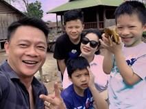Tết nhất đến nơi MC Quang Minh buồn thiu than trời vì tivi vỡ toang màn hình, nguyên nhân hóa ra do... nhà đông con trai