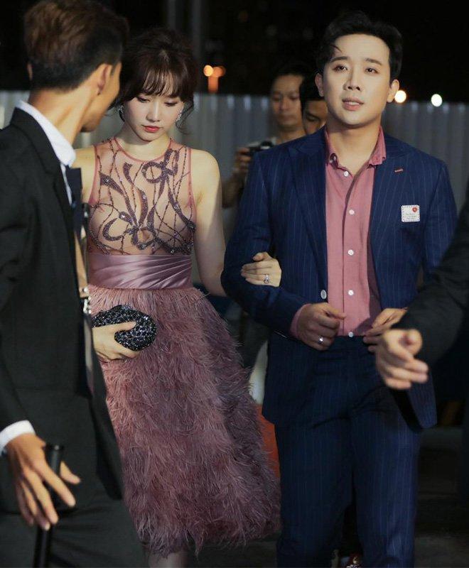 Diện cùng mẫu váy, Hari Won và Angela Phương Trinh chia nhau giải mặc xấu vì lộ mút ngực-3