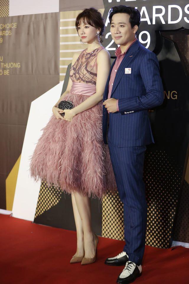 Diện cùng mẫu váy, Hari Won và Angela Phương Trinh chia nhau giải mặc xấu vì lộ mút ngực-4