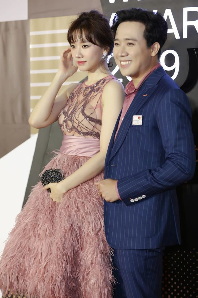 Diện cùng mẫu váy, Hari Won và Angela Phương Trinh chia nhau giải mặc xấu vì lộ mút ngực-5