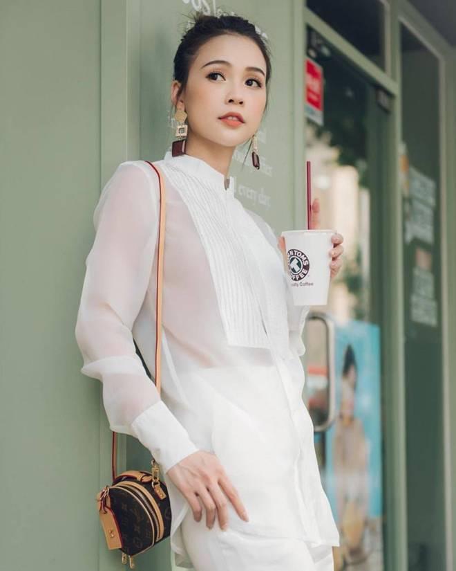 Diện cùng mẫu váy, Hari Won và Angela Phương Trinh chia nhau giải mặc xấu vì lộ mút ngực-10