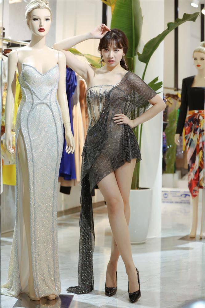 Diện cùng mẫu váy, Hari Won và Angela Phương Trinh chia nhau giải mặc xấu vì lộ mút ngực-7