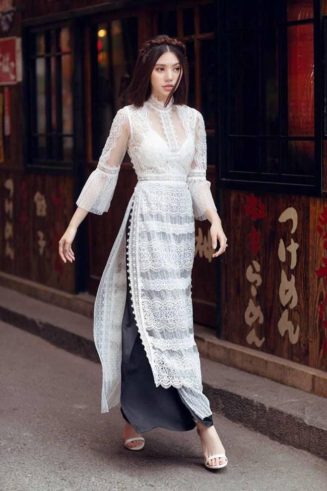 Diện cùng mẫu váy, Hari Won và Angela Phương Trinh chia nhau giải mặc xấu vì lộ mút ngực-9